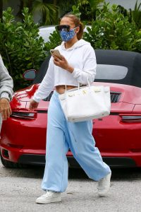 Jennifer Lopez wearing Facemask